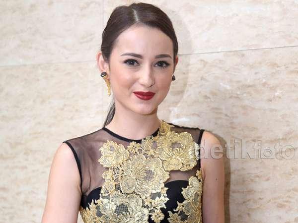 Julie Estelle Cantik Dibalut Dress Ivan Gunawan