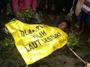 Aksi Warga Kubur Diri Warnai Kunjungan Wapres JK di Batang