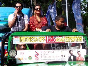 Pawai Rombongan Artis di FFI 2014 Palembang