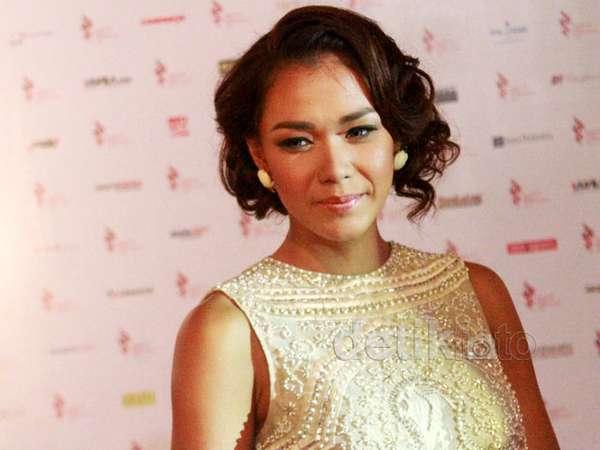 Exotic and Elegant, Adinia Wirasti