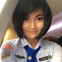 Tere, Pramugari Cantik Pesawat Jokowi yang Bikin Heboh Namun Tetap Membumi