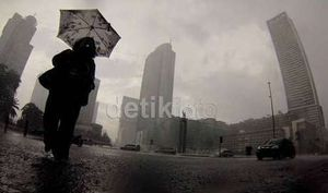 Pagi Berawan, Siang Hari Jakarta Diperkirakan Turun Hujan