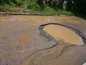 Mengerikan! Kondisi Jalan di Jalur Selatan Provinsi Banten Penuh Lubang