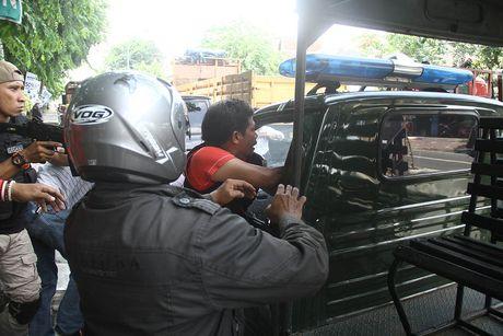 Inilah Suasana Tegang saat Polisi Menembak Mati Penyandera Siswi SD