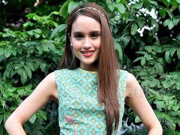Cantiknya Cinta Laura Berbatik Turquoise