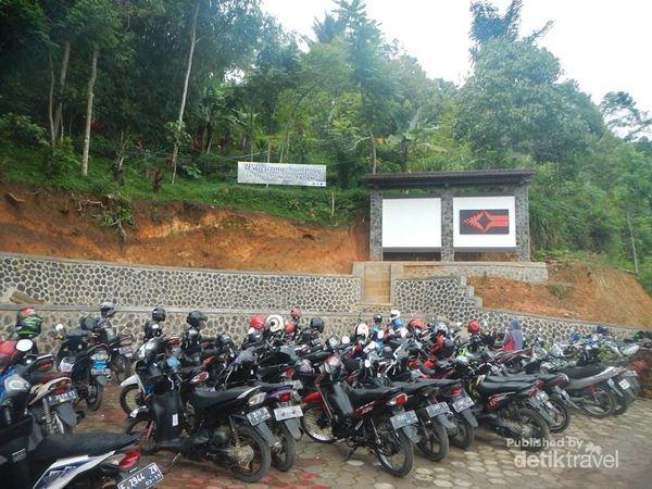 Area parkir Situs Gunung Padang