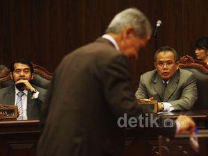 Ekspresi Tegang Calon Wakil Ketua MK