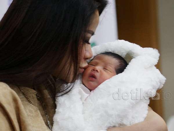 Ini Bayi Olla Ramlan dan Aufar yang Super Imut