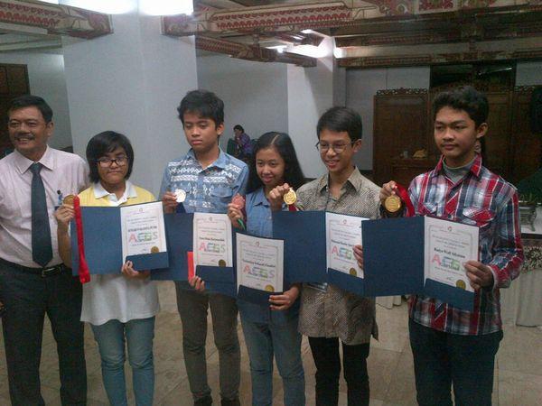 Membanggakan! Siswa SMP Semarang Sabet 3 Medali Emas Lomba Sains di Korea