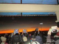 Berburu Sunrise Bromo yang Mendunia
