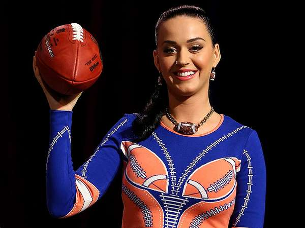 Katy Perry Bergaya Bak Cheerleader