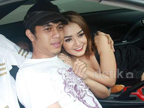 Balikan, Siti Badriah dan Pacar Mesra-mesraan di Mobil