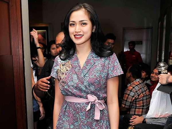Aih, Cantiknya Jessica Iskandar Dibalut Dress Kimono