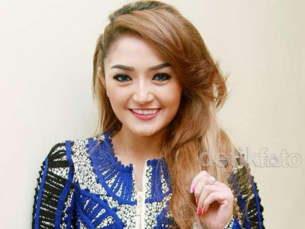 Siti Badriah Siap Terjun ke Layar Lebar