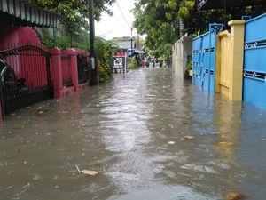 Hujan Deras Picu Banjir di Denpasar