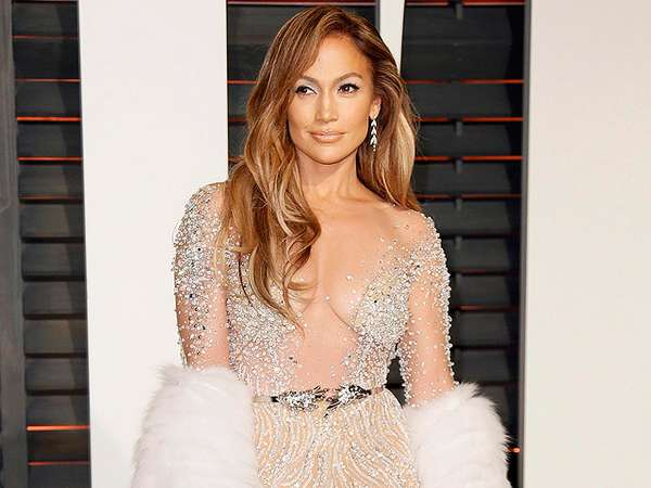 Berbusana Berlian, Jennifer Lopez Bikin Pria Speechless