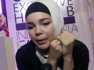 Perdalam Al Quran, Dewi Sandra Panggil Guru Ngaji