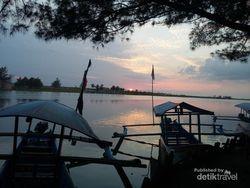 Menikmati Indahnya Sunset dan Laguna di Pantai Glagah