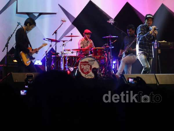 Penampilan Perdana Sheila On 7 di Java Jazz 2015