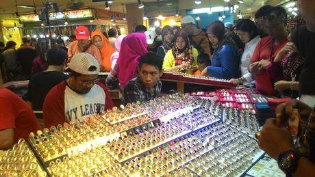 Begini Suasana Demam Batu di Pasar Akik Terbesar di Indonesia - 4