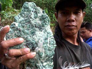 Batu Alam 1 Km di Kalsel Ternyata Bukan Giok tapi Batu Biasa