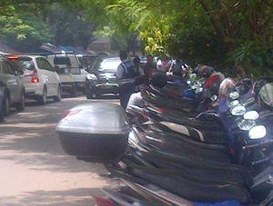 Dishub DKI Kempiskan Ban Ratusan Motor Punya Orang Kantoran di Kuningan