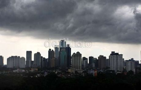 Hujan Deras Membuat Sejumlah Ruas Jalan di Jakarta Tergenang