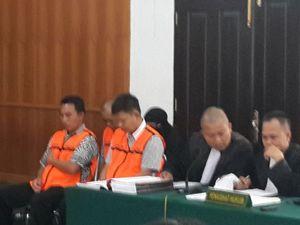 Sidang Mafia Migas di Pekanbaru, Terdakwa Abob Cs Kenakan Baju Tahanan