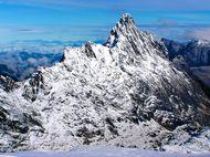 Bukan Puncak Everest, Ini Puncak Carstensz di Papua