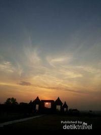Sunset Istimewa Ala Candi Ratu Boko, Yogyakarta