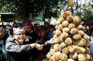 Rebutan Tumpeng Durian di Festival Buah Banyuwangi, Seru!