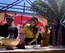 Gadis Cantik Ngulek Sambel Bareng di Festival Sego Tempong
