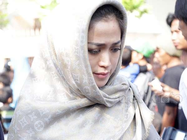 Jessica Iskandar di Rumah Duka Olga Syahputra
