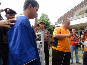Teriakan dan Makian Warnai Rekonstruksi Pembunuhan Janda Cantik di Pontianak