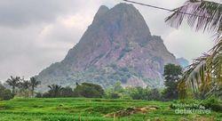 Liburan ke Purwakarta, Asyiknya Mendaki Gunung Lembu