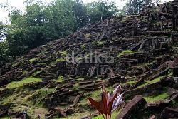 Tak Jauh dari Gunung Padang Ada Temuan Struktur Batu Misterius di Pasir Pogor
