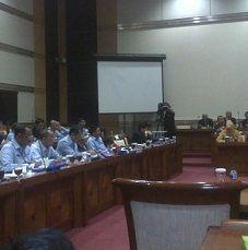 F-PDIP dan Golkar Berdebat Saat Raker Komisi III dengan Menkum Dilanjutkan