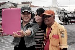 Kakek Juga Suka Selfie