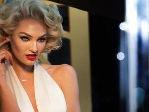 Begini Gaya Seksi Candice Swanepoel Tiru Marilyn Monroe, Mirip?