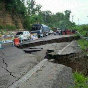 Lalin Via Ciregol Brebes Belum Normal Akibat Amblesnya Jalan, Arus Dialihkan