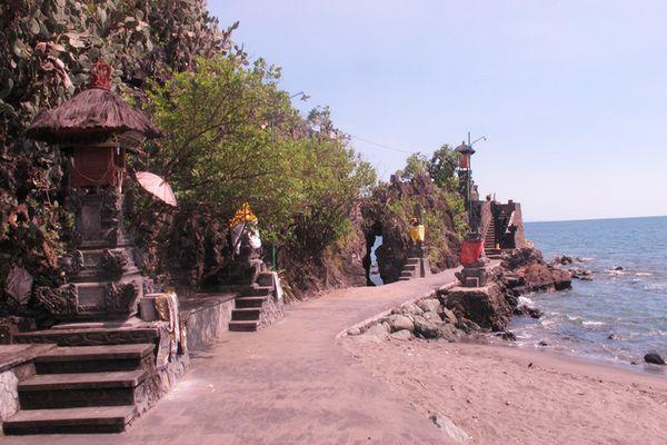 Pura Batu Bolong di Lombok Barat - NTB
