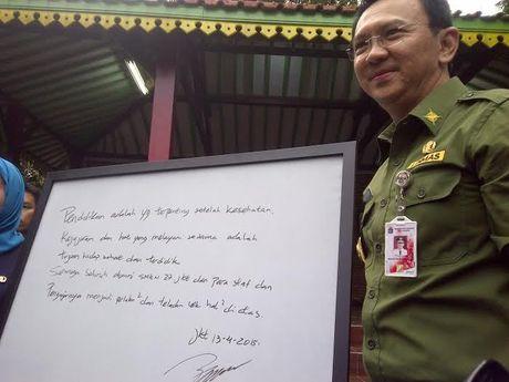 Ahok Tinjau Persiapan UN di SMKN 27 Jakarta