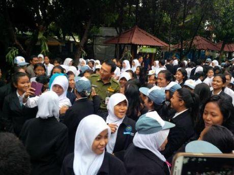 Sebelum UN, Siswa SMKN 27 Ber-selfie Ria dengan Ahok