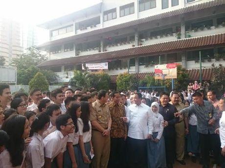 Jokowi, Ahok dan Anies Tinjau UN di SMA 2 Jakarta