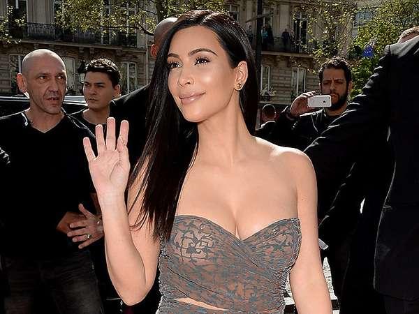 Hot Mom! Kim Kardashian Pamer Lekukan Tubuh di Paris