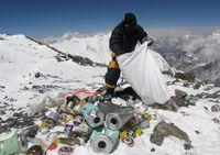 Puncak Everest, 'Tempat Sampah' Tertinggi di Dunia