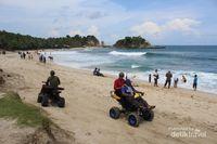 Pantai Klayar yang Indah & Menantang