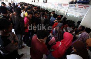 Beli Tiket KA Lebaran di Stasiun Dapat Antrean No 410, No 1 Sudah Habis