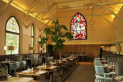 Gereja di Singapura Ini Disulap Jadi Restoran Mewah