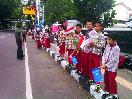 Mobil RI 1 Melintas Jalan Merdeka, Pelajar: Asyik Aku Lihat Pak Jokowi